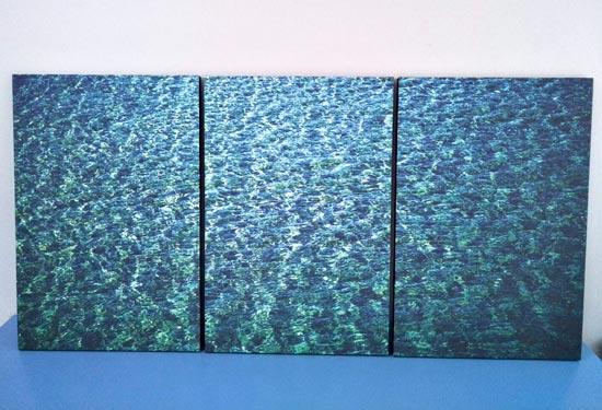 รูปติดผนัง น้ำทะเลใสๆ โทนสีน้ำเงิน คราม