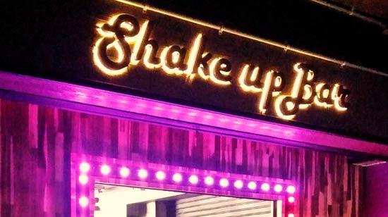 ป้ายไฟตัวอักษร แสงออกหลัง ติดป้ายชื่อบาร์ Shake up Bar